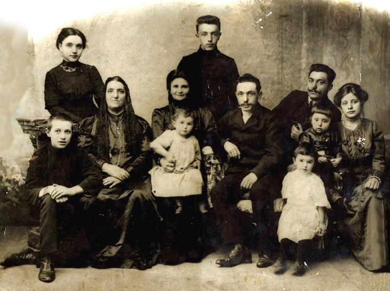 Kull family in Ryazan in 1910. Yakov is the adult male farthest right. His brother Ber is next to him.