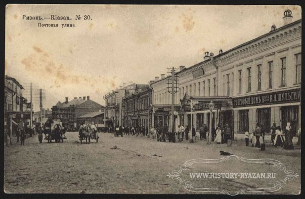 This trendy shopping street in Ryazan looks almost identical to the Arkhangelsk street, photo above