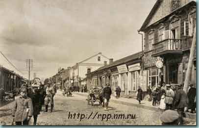 Polynskaya Street in Borisov, during the 1918 German occupation (electrification installed by the Germans).  Visible are a pharmacy, hatter, and mercer.